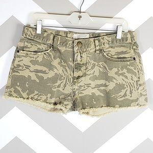 Current Elliott Camo Boyfriend Shorts Size 28 $188